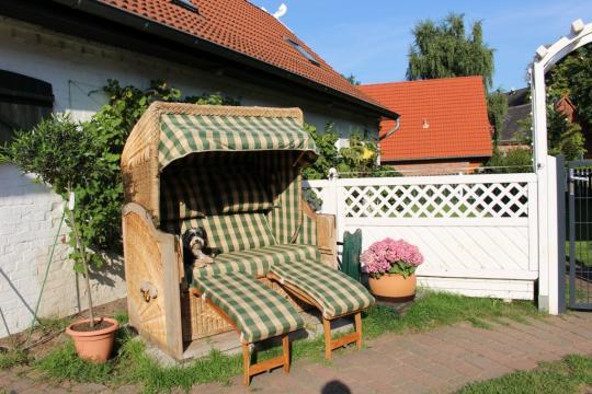 Relaxen im Strandkorb auf dem Haflinger-Ferienhof Hamburg