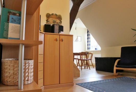 Wohnzimmerteilansicht der Maisonette-Wohnung auf Haflinger-Ferienhof Hamburg