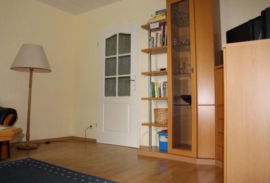 Wohnzimmerteil der Maisonette-Wohnung auf Haflinger-Ferienhof Hamburg