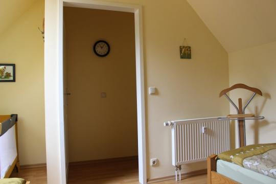 Schlafzimmer der Maisonette-Wohnung auf Haflinger-Ferienhof Hamburg